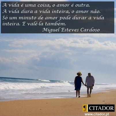 Um Minuto de Amor - Miguel Esteves Cardoso : A vida é uma coisa, o amor é outra. A vida dura a vida inteira, o amor não. Só um minuto de amor pode durar a vida inteira. E valê-la também.